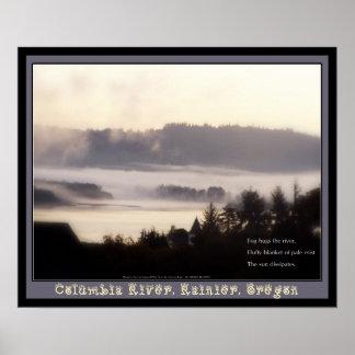 salida del sol de niebla el río Columbia Oregon má Póster