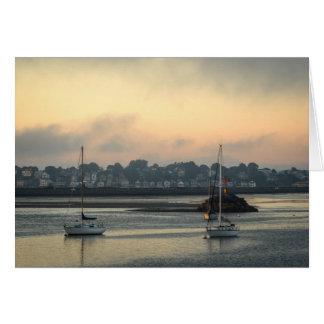 Salida del sol de niebla tarjeta de felicitación