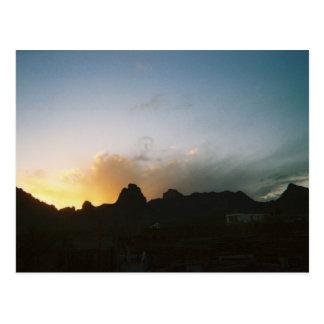 Salida del sol de oro del valle postales