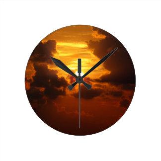Salida del sol de Samui de la KOH en Tailandia Reloj Redondo Mediano