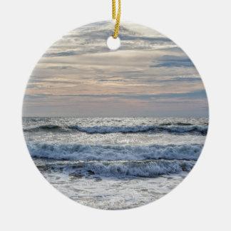Salida del sol de Virginia Beach Adorno Navideño Redondo De Cerámica