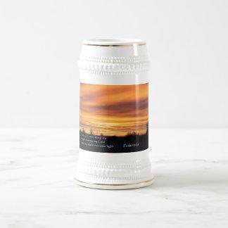 Salida del sol del 18:28 del salmo jarra de cerveza