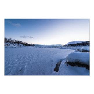 Salida del sol del invierno en la impresión de la fotografia