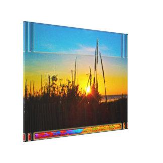 Salida del sol del océano a través de la avena del lienzo envuelto para galerías