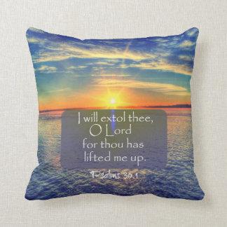 Salida del sol del océano con verso de la biblia cojín