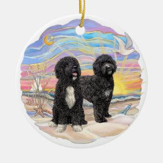 Salida del sol del océano - dos perros de agua por ornamento para reyes magos
