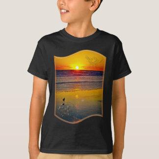 Salida del sol del océano reflejada en arte playera