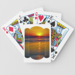Salida del sol del océano reflejada en diseño barajas de cartas