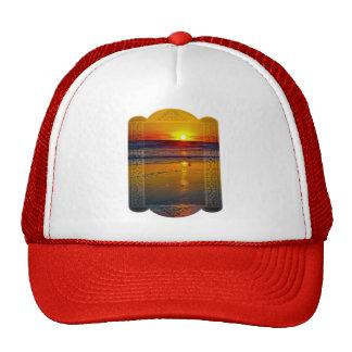 Salida del sol del océano reflejada en diseño enma gorras