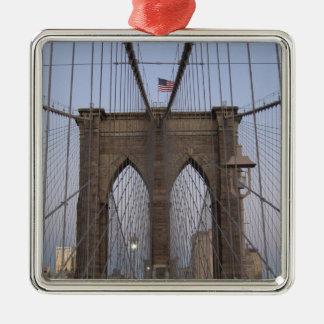 Salida del sol del puente de Brooklyn NYC el Noche Adorno De Reyes