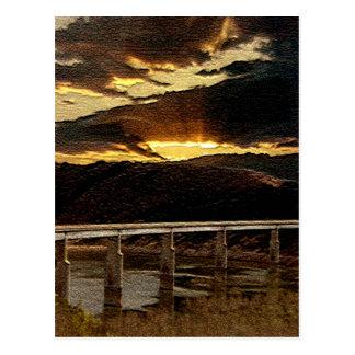 Salida del sol del puente de California Postal