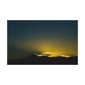 Salida del sol detrás de Antisana Impresiones En Lienzo Estiradas