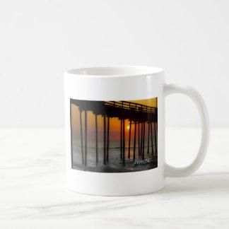 Salida del sol en Avon, taza de café del NC