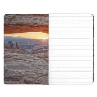 Salida del sol en el arco del Mesa, parque naciona Cuaderno Grapado