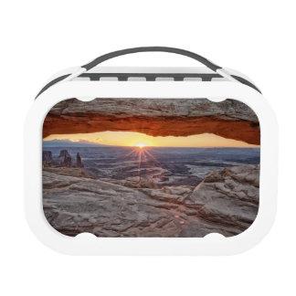 Salida del sol en el arco del Mesa, parque naciona