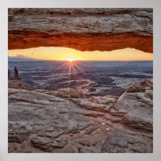 Salida del sol en el arco del Mesa, parque naciona Impresiones