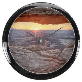 Salida del sol en el arco del Mesa, parque naciona Reloj Pecera