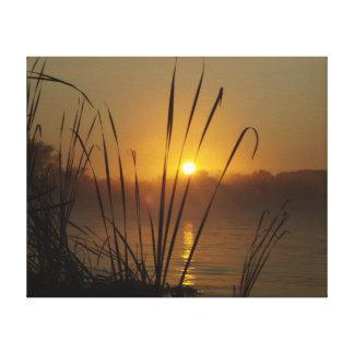 Salida del sol en el lago impresión en lona estirada