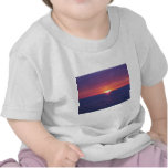 Salida del sol en el MED Camiseta