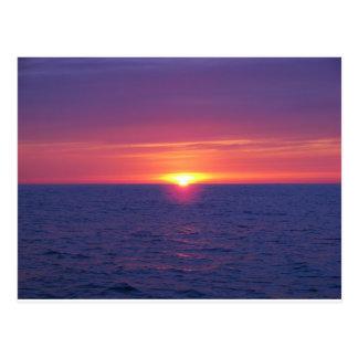 Salida del sol en el MED Tarjetas Postales