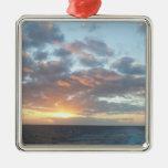 Salida del sol en el ornamento del mar ornato