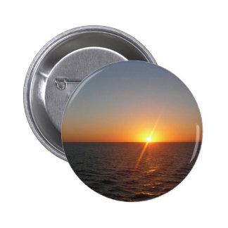 Salida del sol en el paisaje marino del horizonte pin redondo de 2 pulgadas