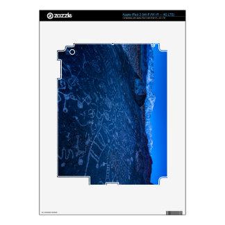 Salida del sol en el petroglifo y Sierra Nevada de iPad 3 Skins