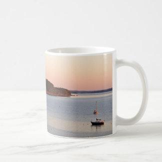 Salida del sol en el puerto taza clásica