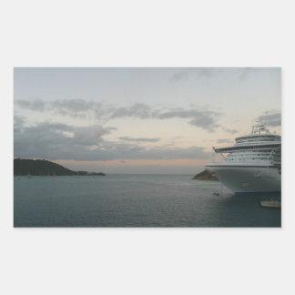 Salida del sol en fotografía del barco de cruceros pegatina rectangular