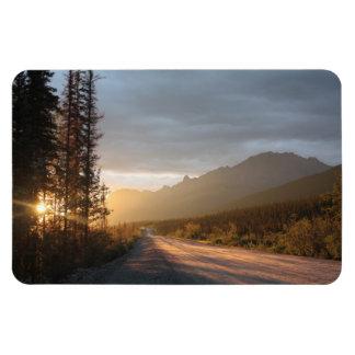 Salida del sol en la carretera de Dalton en Alaska Imán Rectangular