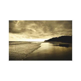 Salida del sol en la playa lienzo envuelto para galerias