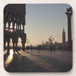 Salida del sol en la plaza San Marco Posavasos