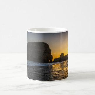 Salida del sol en la taza de la roca de Marsden