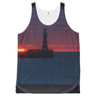 Salida del sol en las camisetas sin mangas de