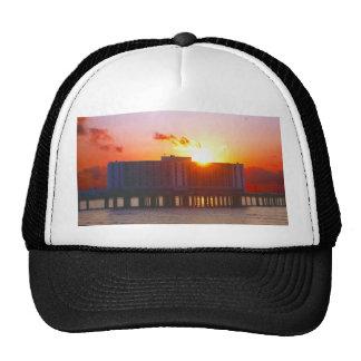Salida del sol en los gorras del hotel del buque i