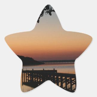 Salida del sol en sonido del Bogue Pegatina En Forma De Estrella