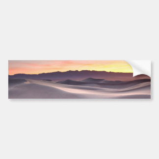 Salida del sol hermosa del desierto etiqueta de parachoque
