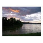 Salida del sol hermosa en el río Ohio Postales