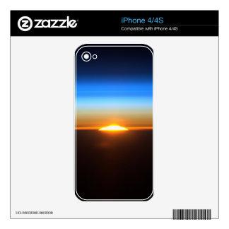 Salida del sol hermosa en espacio calcomanías para el iPhone 4