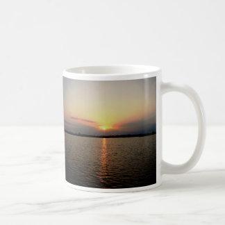 Salida del sol isleta de Bedford Belice Tazas De Café