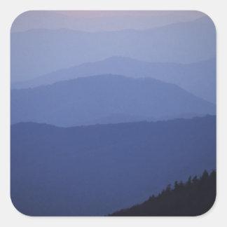 Salida del sol, montañas apalaches meridionales, pegatina cuadrada