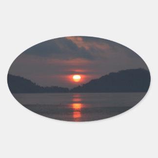 Salida del sol calcomanía oval personalizadas