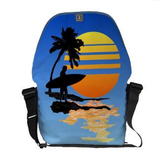 Salida del sol que practica surf bolsas de mensajeria
