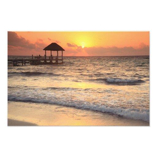 Salida del sol reservada de la mañana sobre el mar arte fotográfico