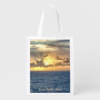 Salida del sol serena con la personalización bolsa para la compra