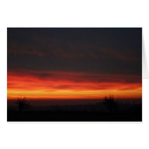 Salida del sol sobre el campo inglés tarjetón