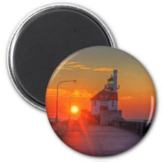 Salida del sol sobre el embarcadero del sur imán redondo 5 cm