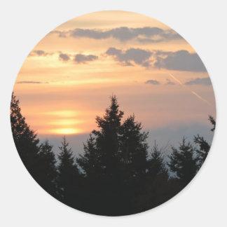 Salida del sol sobre el lago Superior.jpg Etiqueta Redonda