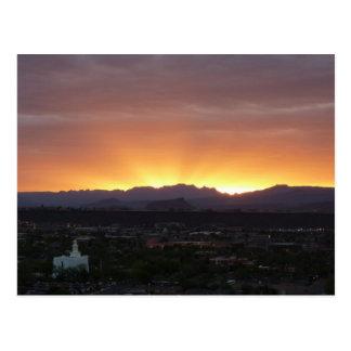 Salida del sol sobre el paisaje de San Jorge Utah Postales