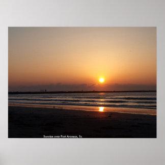 Salida del sol sobre el puerto Aransas, Tx. Poster